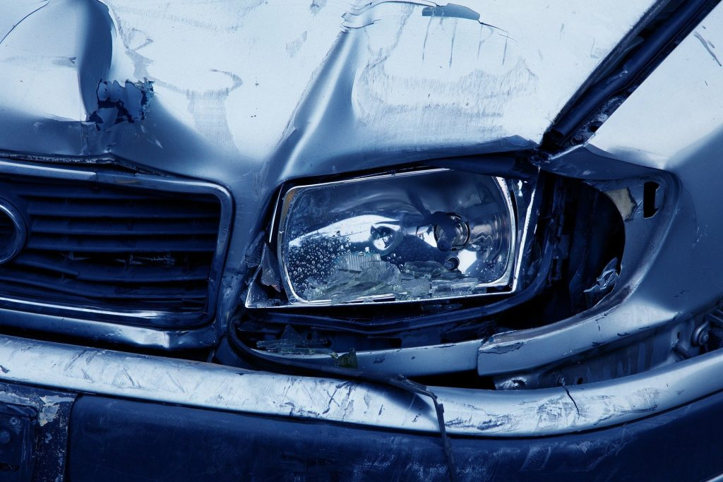 wrecked-car-with-broken-headlamp